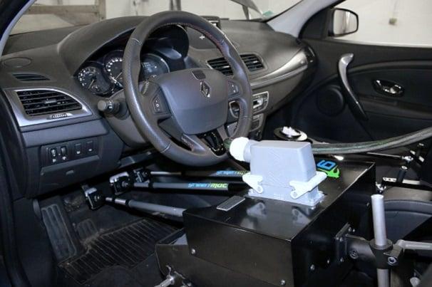 """Robot conducteur à la conduite """"humaine"""" pour cycles de roulage"""